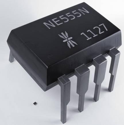 Микросхема NE555 и табурет - 30 кратная разница
