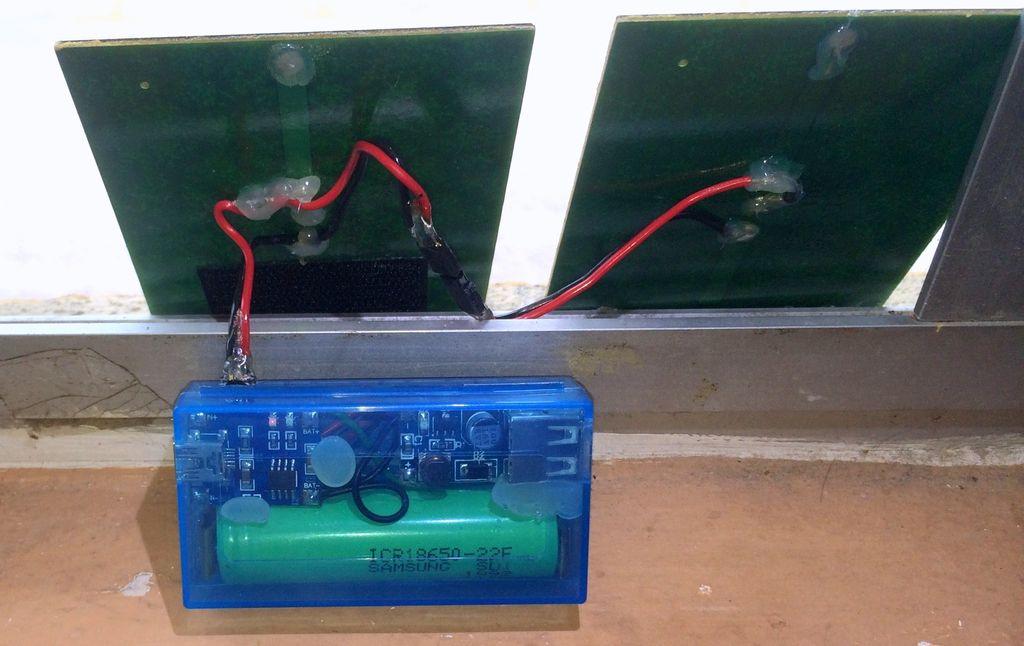 Готовое зарядное устройство с двумя солнечными панелями в параллельном включении