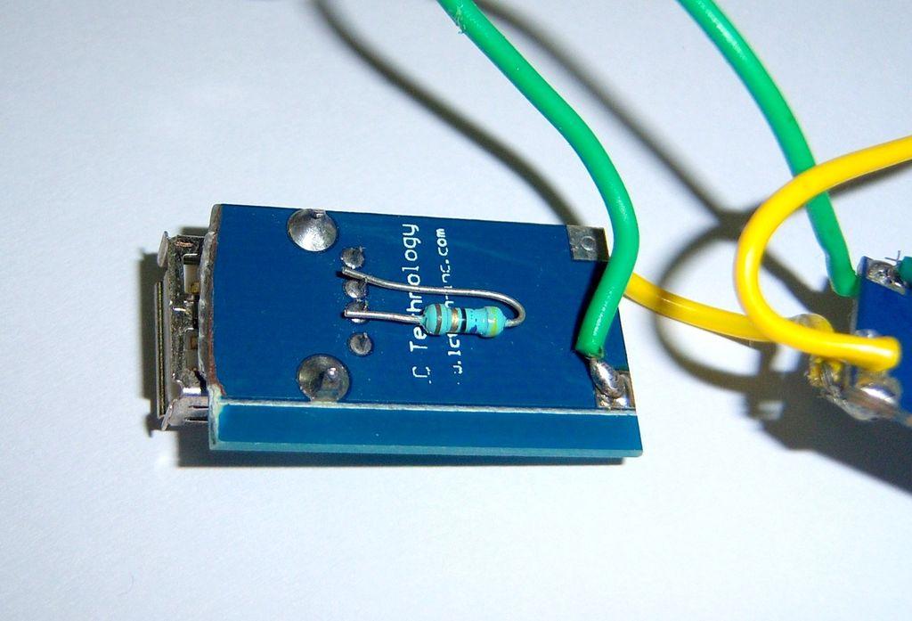 Припаянный резистор 47 Ом