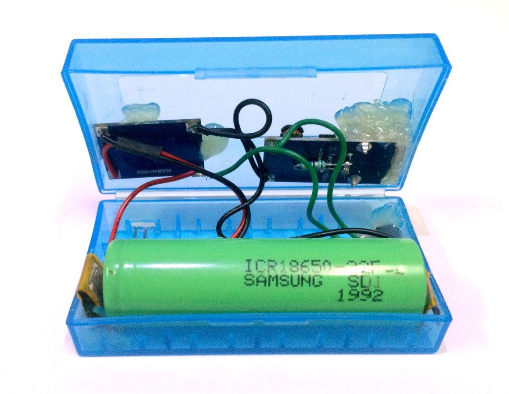 Power Bank собран в пластиковой коробке