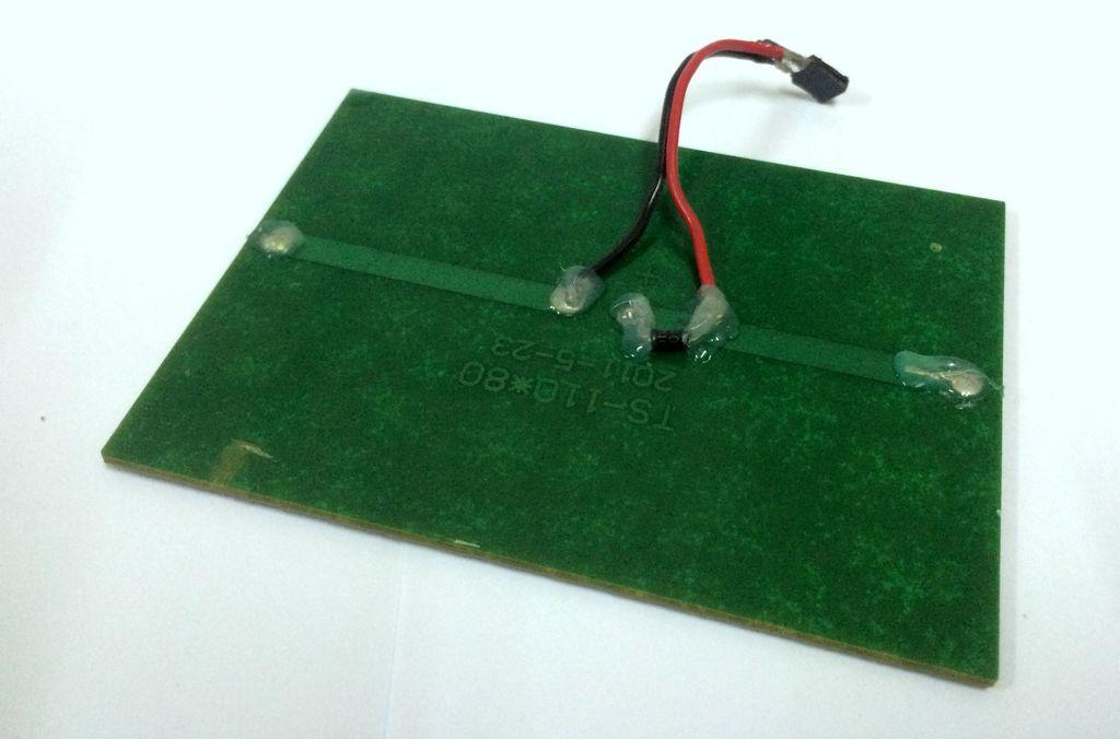 Солнечная батарея с вилкой для удобного отключения и подключения